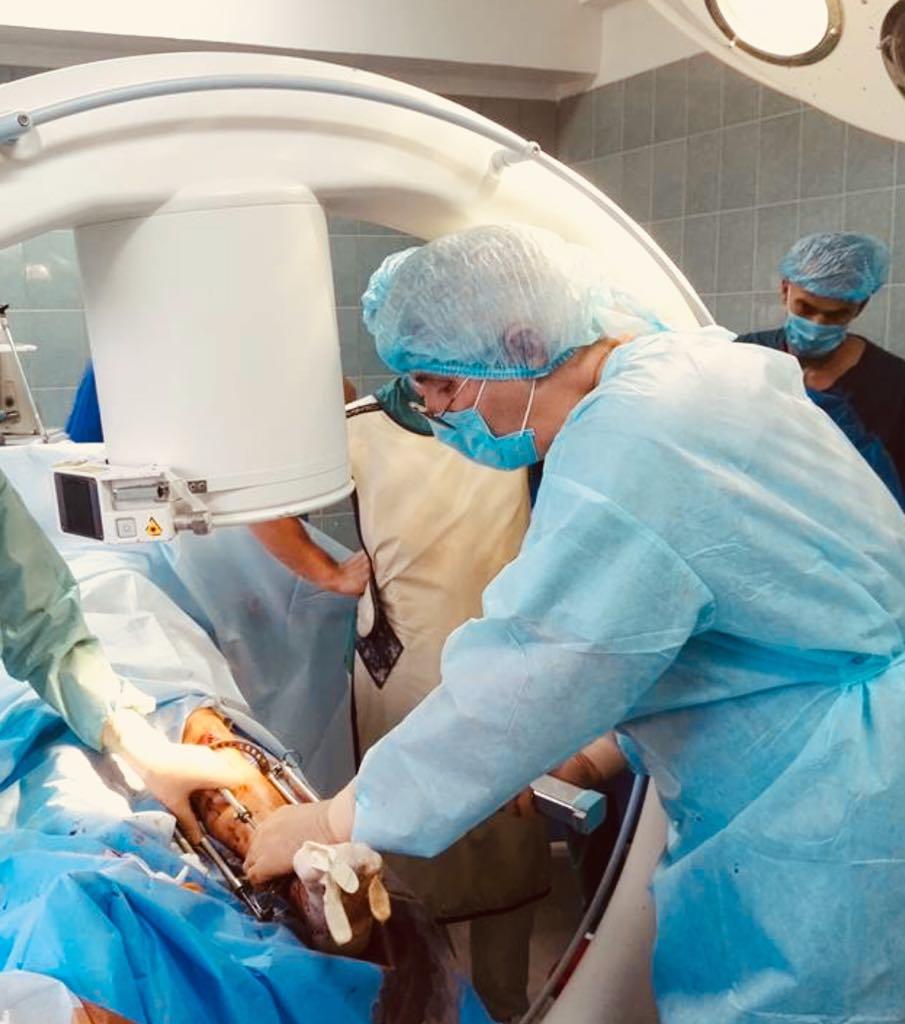 В нашей клинике оперировал известный израильский ортопед-травматолог